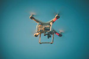 moda na filmowanie dronem slubow